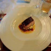 魚料理。表面がパリパリで美味しかったです