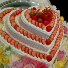 3段のハートケーキ