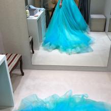色合いもドレスの広がり方も綺麗