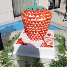 イチゴのオーダーケーキです。
