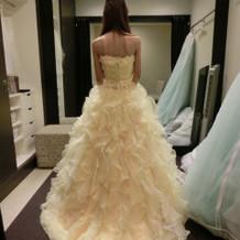 可愛らしいカラードレス