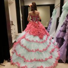 個性的なカラードレス