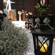 挙式を行うチャペル 天井が鏡