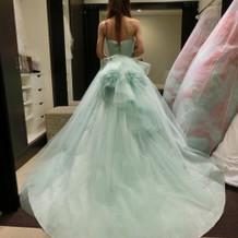 爽やかなカラードレス