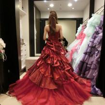真っ赤なカラードレス