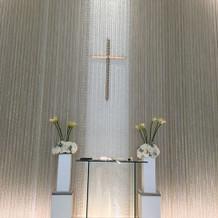 挙式会場の祭壇