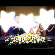メインテーブルの装花。