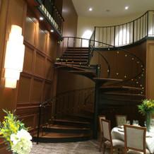 オークルームの螺旋階段