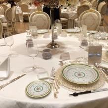 シャンパーニュのテーブルコーディネート例