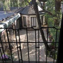 2階個室のバルコニーから見たガーデン
