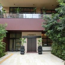 ホテルの入り口