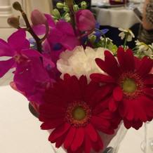 各卓のお花はそのままブーケに!