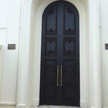 ヴィクトリアハウス入り口のドア