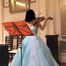 新婦によるバイオリン演奏