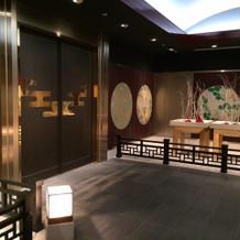 神殿の前のお部屋