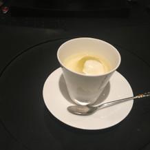 お口直しの杏仁豆腐のシャーベット
