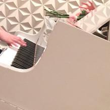 会場よピアノです。
