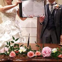 婚姻届をゲストの前で記入