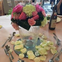 テーブルの装花も華があってきれいでした。