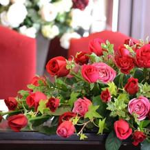 当日のメインテーブルの装花です