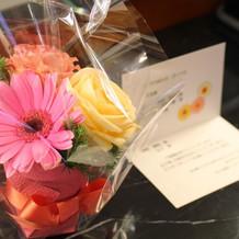 ホテルから小さなお花のプレゼント。