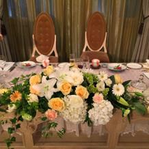 高砂の椅子やテーブルも会場と同じ雰囲気。