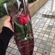 帰りにバラを頂きました。