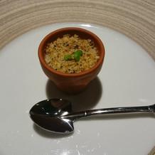 お皿が植木鉢でスコップ型のスプーン