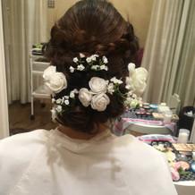 プラスの髪飾りはダイソーの造花でも十分*