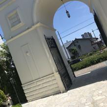 天気がよくて門の写真をとりました!