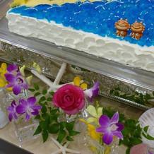 ケーキ台とオリジナルウェディングケーキ