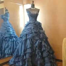 式場見学日控え室内ドレス
