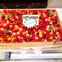 フルーツいっぱいのケーキ