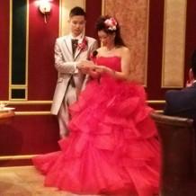 真っ赤なドレスはお色直しに!