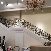 階段から入場できます