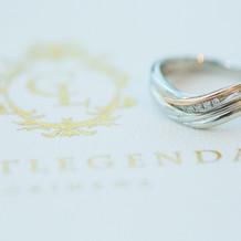 結婚指輪と結婚証明書です