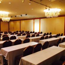 大きな会場は普段会合等にも使用