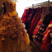 カラードレスは会場内に沢山在庫あり