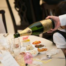 お子様ランチ、シャンパンなど