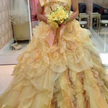 試着したカラードレス3