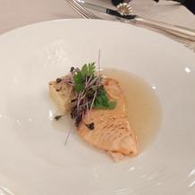 鮭にソースが絡んでいて美味しい。