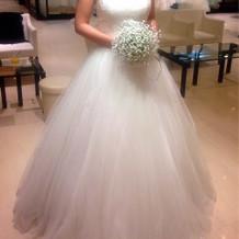 白ドレス Aライン 胸元にキラキラ