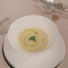 濃厚なスープ。おかわりしたくなりました。