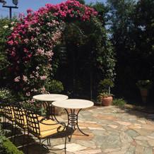 ガーデンのバラのアーチ