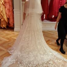 白ドレス 後ろ