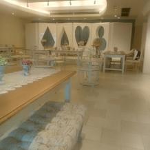 披露宴会場横の可愛い待合室