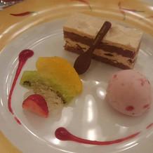 デザートはカッサータと苺のアイスクリーム