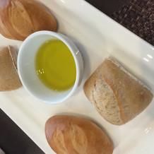 柔らかいパンとかたいパン