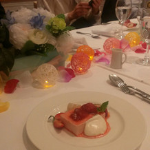 手作りのテーブル装花