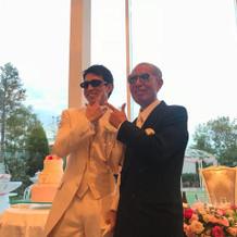 父親とサングラスをかけて新郎中座